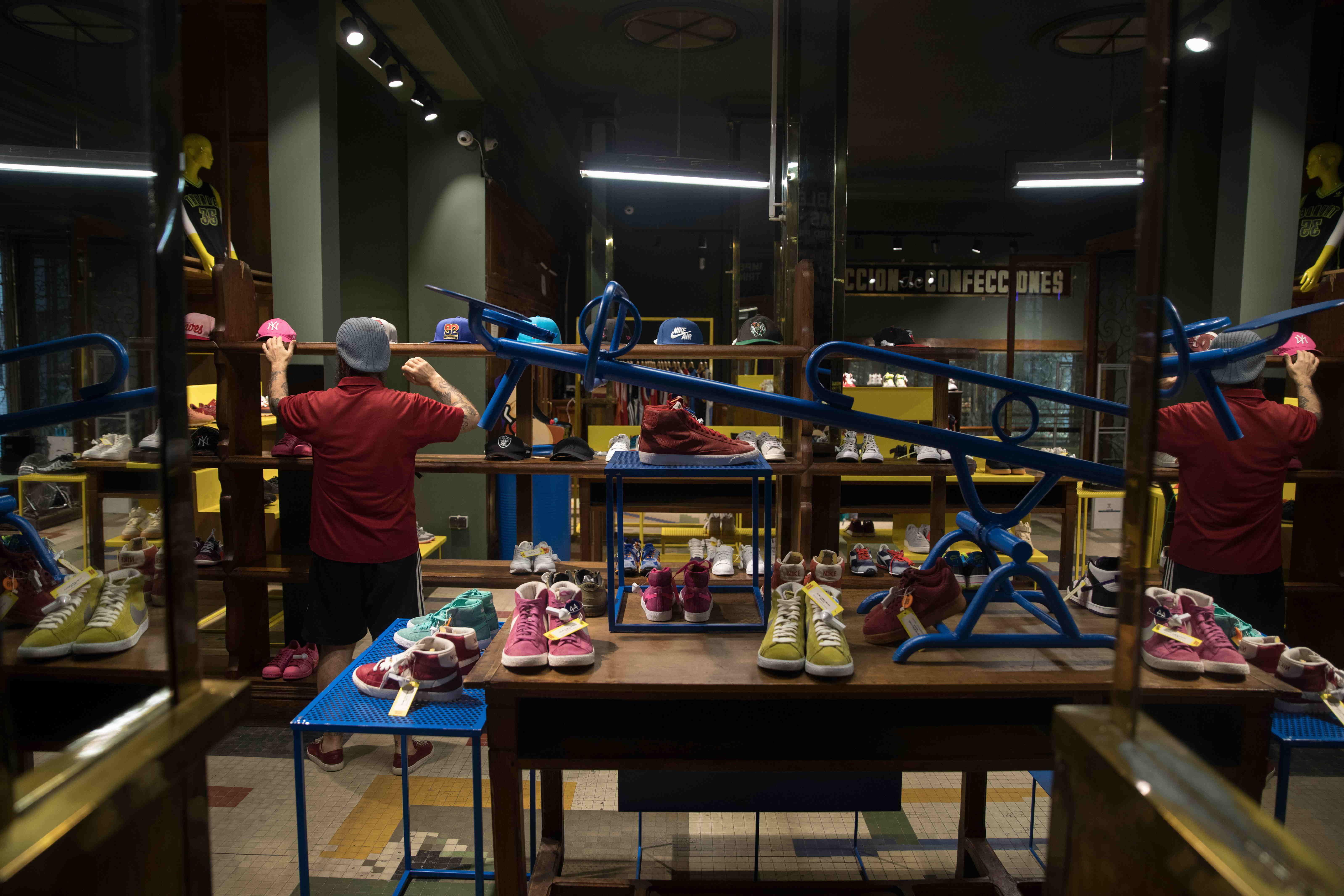 dividir Desviar Persona responsable  Un templo para los devotos de las zapatillas | Madrid | EL PAÍS