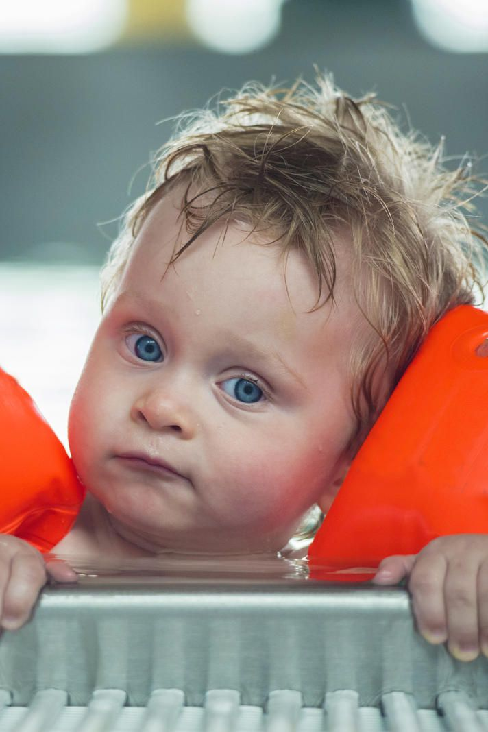 Im Schwimmbad Dürfen Kleine Jungen Mit In Die Damen Dusche