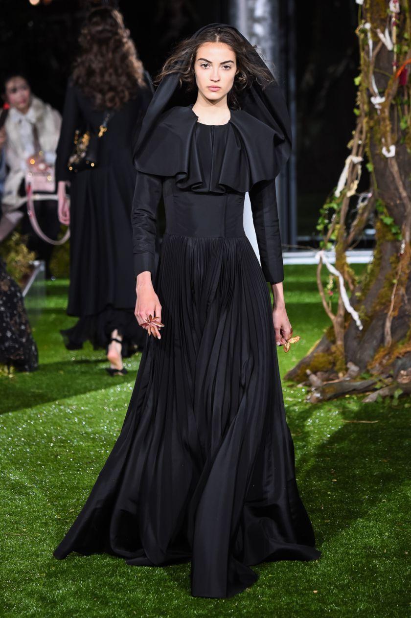 Les 20 Incroyables Robes Haute Couture De Dior A Tokyo Le Parisien