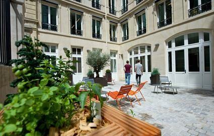 Adidas s'offre une nouvelle vitrine à Paris Le Parisien