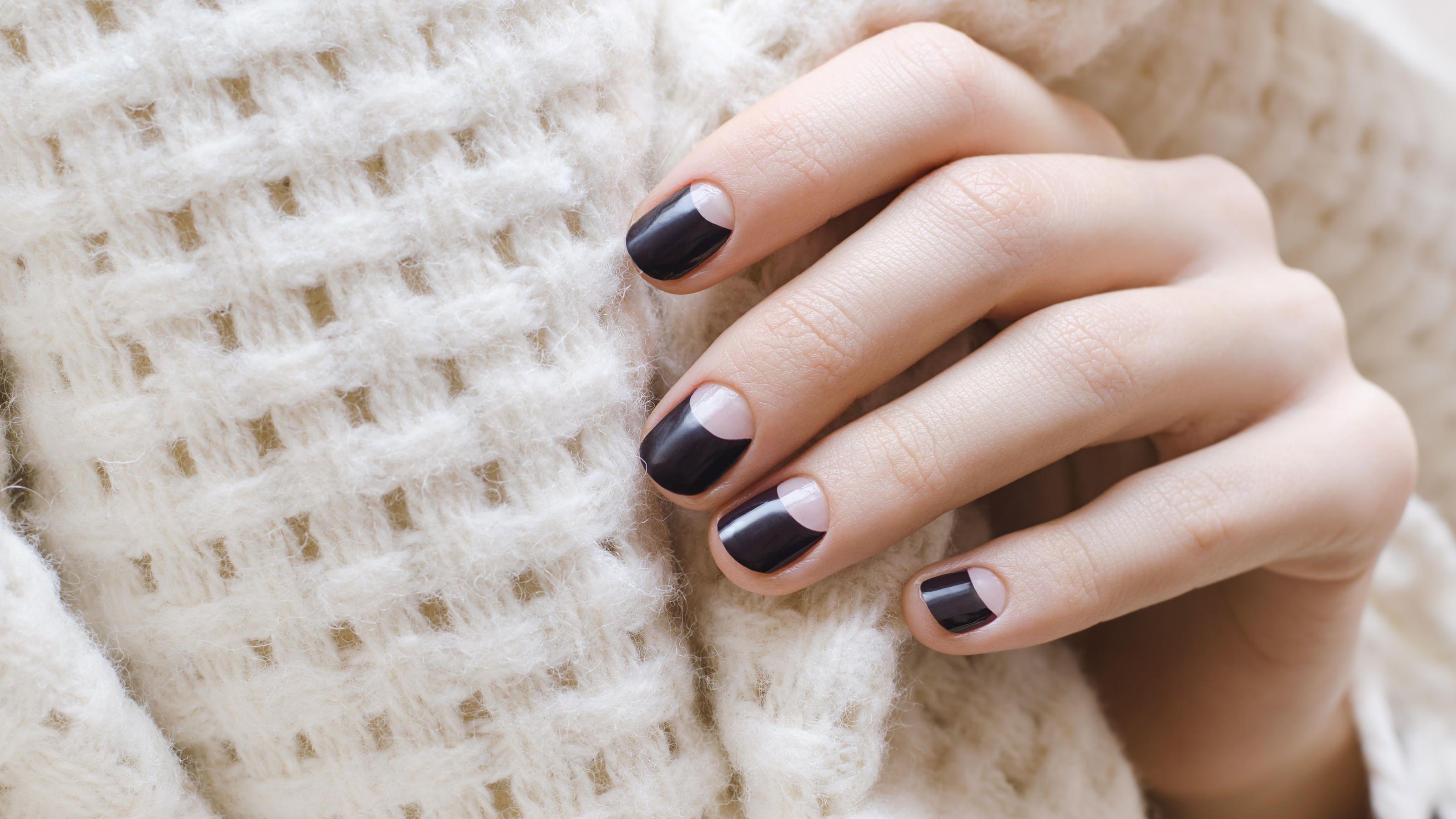 Negative Space Nails So Geht Das Neue Trend Nagel Design