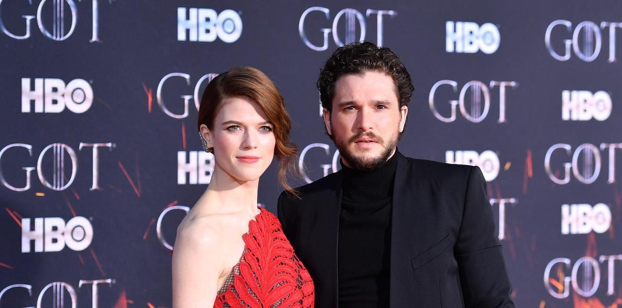 Les 20 Photos Des Acteurs De Game Of Thrones Reunis Pour L Avant Premiere Le Parisien